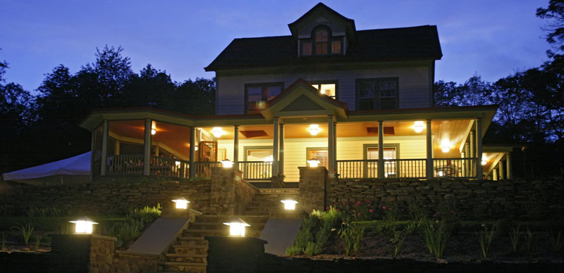 catskills bed and breakfast - breezy hill inn at night